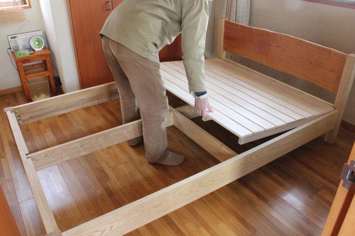 桜の一枚板ヘッドボードのセミダブルベッド(川崎市・S様邸)組み立て4