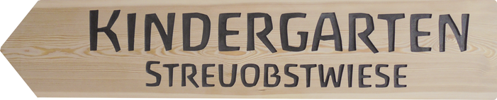 Streuobstwiese Kindergarten Holzschild