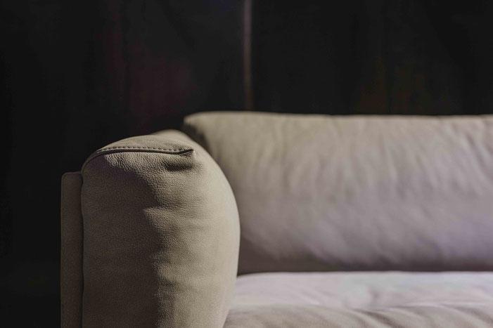 OASE Sofa mit zeitlos grauem Bezug