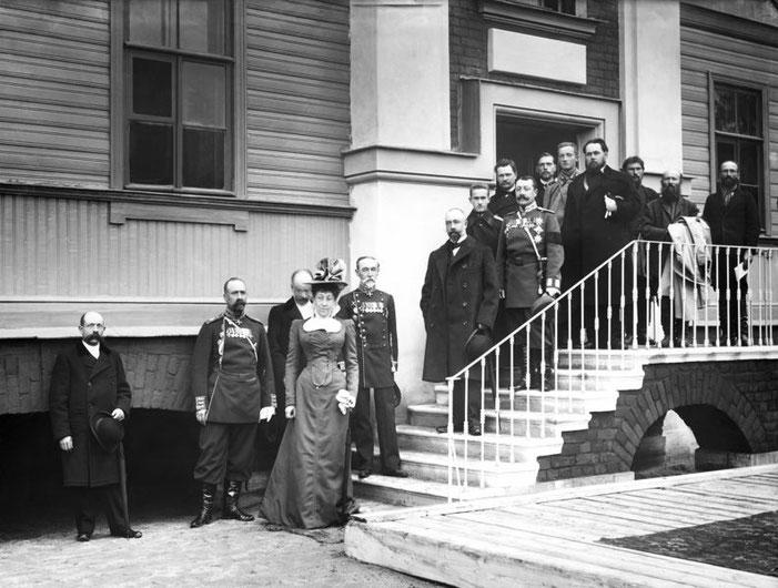 Попечители Общества для пособия бедным женщинам у дома дешевых квартир. Санкт-Петербург. 1900-е