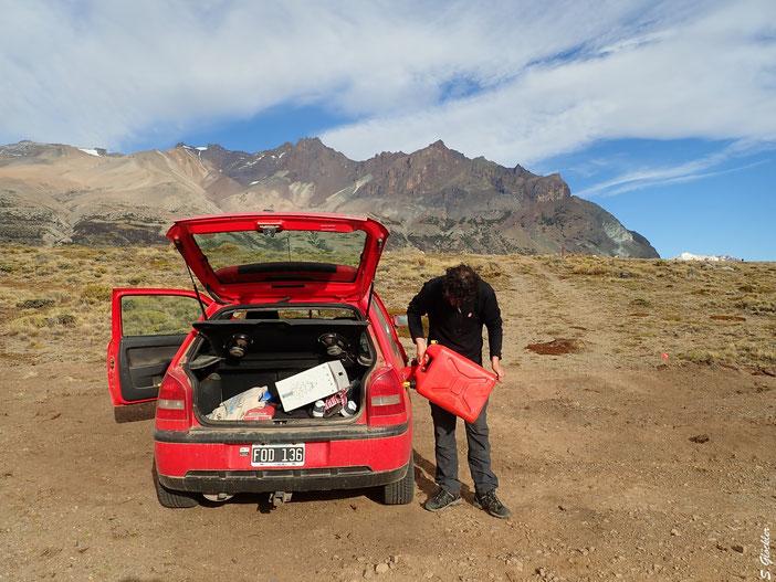 Improvisierte Tankstelle mitten im patagonischen Nirgendwo
