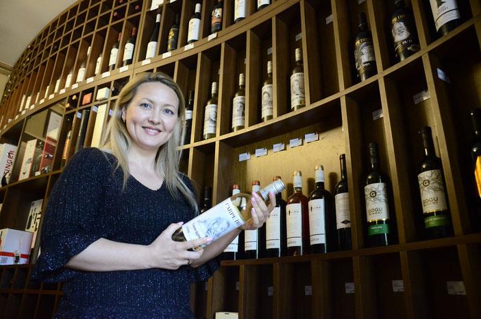 Tatiana Römischer studierte Internationale Weinwirtschaft in Deutschland und möchte nun europäische Märkte von der guten Qualität ihrer Heimatweine überzeugen. Fotos: Carolin Gißibl