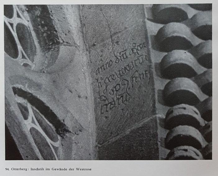 Inschrift im Gewände der Westrose, Bild: Edmund Hausen 1936