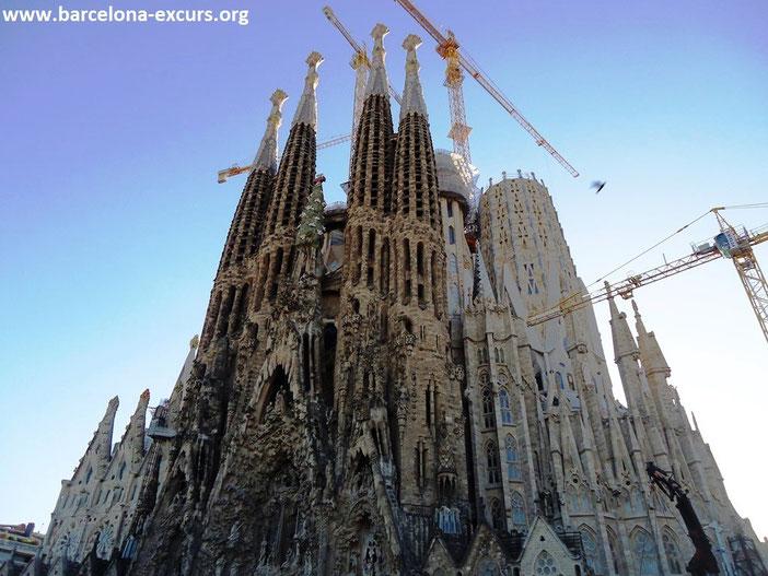 Саграда Фамилия в Барселоне - интересные факты, история, фото