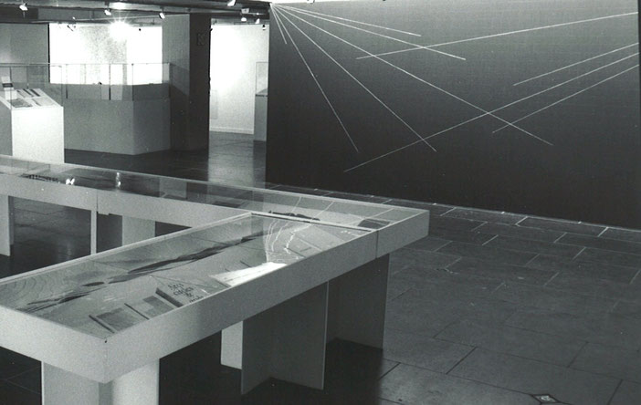 """D'une œuvre l'autre"", exhibition view: publications by Sol LeWitt in conjunction with a wall drawing by the artist, Mariemont 1996"