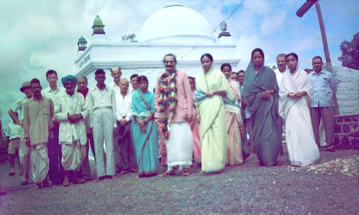 MSI Collection ; 1954, India - Meherjee is standing on the far right