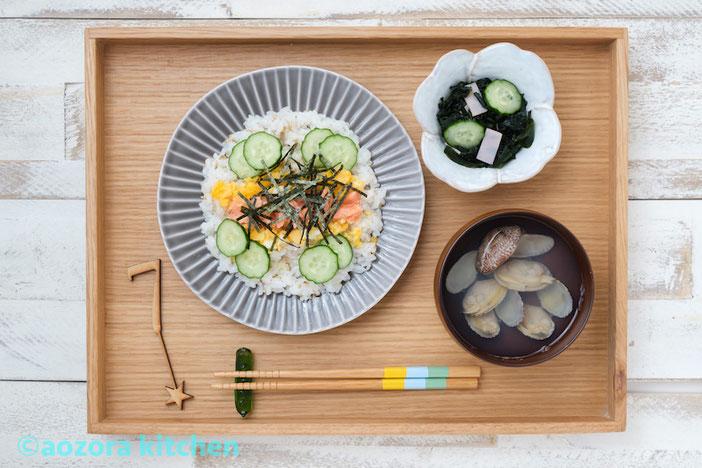 ちらし寿司・アサリのすまし汁・わかめの酢の物