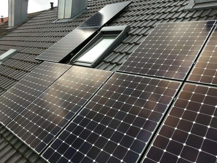 Montierte Photovoltaikanlage mit SunPower Modulen © iKratos