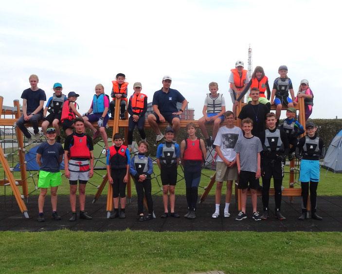 Unsere Jugendgruppe mit Trainern und Betreuern