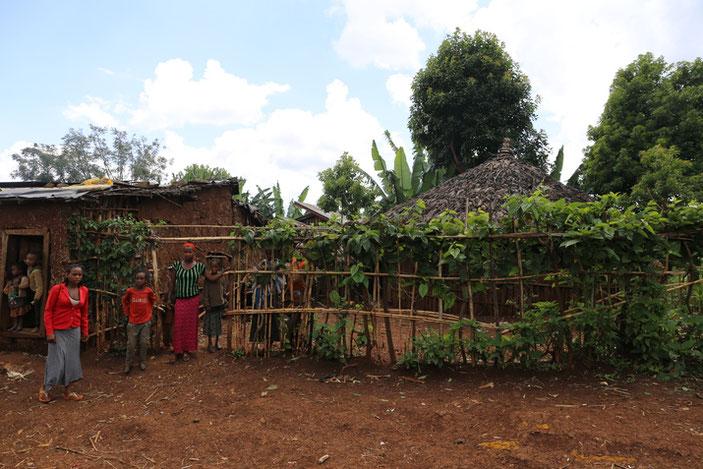 ウォルカステーション近郊の村の農家の方々。