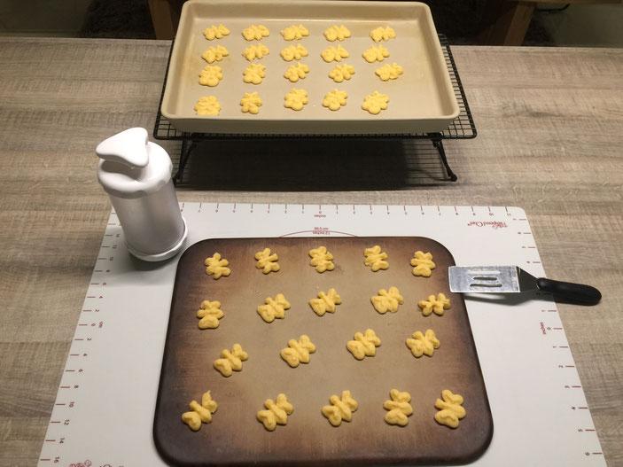 So einfach und schnell kann man Plätzchen/Kekse backen. Das gelingt mit der Plätzchenpresse/Kekspresse von Pamperedchef