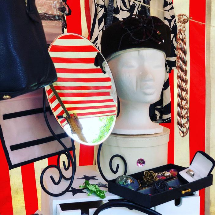 Styroporkopf um Hüte oder Mützen zu präsentieren auf dem Flohmarkt – by Kamikatze Design Berlin