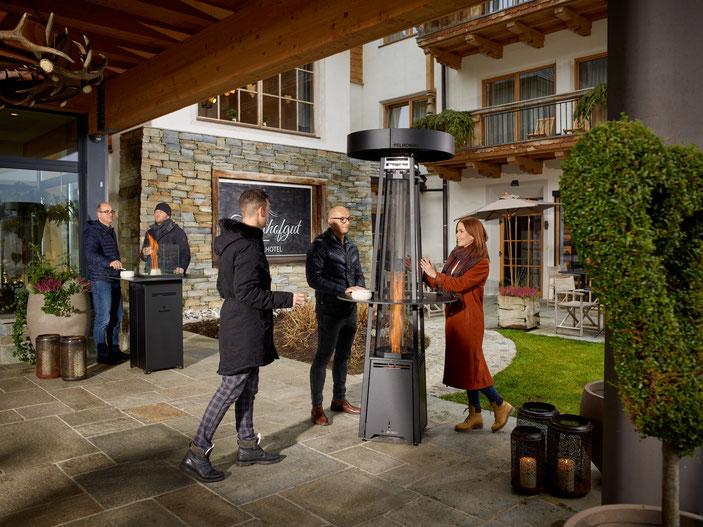 Pelmondo Feuermöbel Lounge Heizpilz Pellets pelletsbetrieben Feuer outdoor Living Außenbereich Feuer Wärme Tisch Gastronomie Schreinerei Jertz Mainz