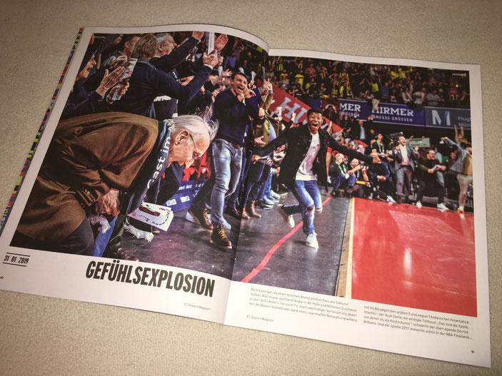 Das besagte Bild als Two-page-spread vorne im FCB Mitgliedermagazin.