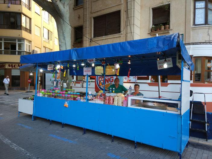 """La """"Paradeta blava"""" justo delante del """"Nyas!, menjar casual"""", el nuevo local de la familia del Marino Dénia"""