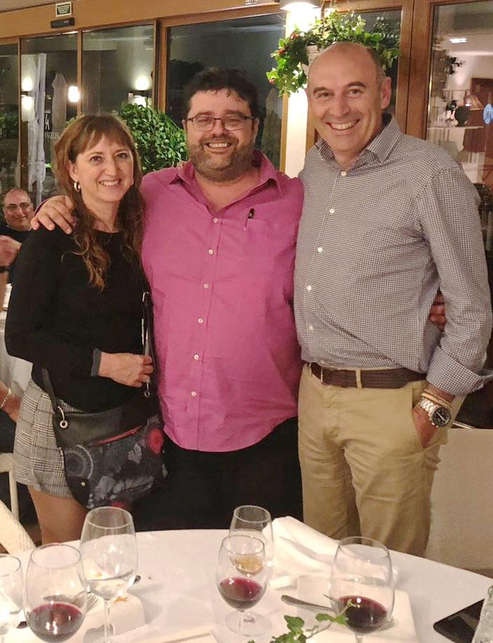 En el Restaurante Mena disfrutamos de los caldos de Mustiguillo de la mano de Toni Sarrión (a la derecha)