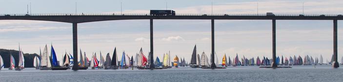 Die Svendborg-Sundbrücke ist gleich nach dem Start ein Nadelöhr.           Quelle: www.silverrudder.com