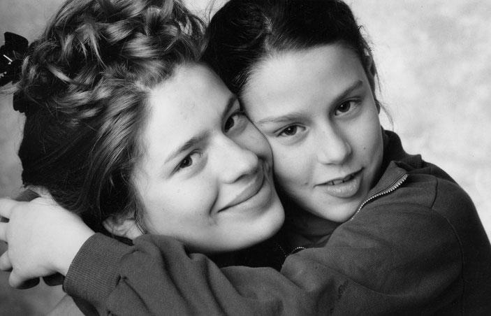 Photographie, noir et blanc, studio, sœurs, jeunes filles, argentique, portraits, Mathieu Guillochon.