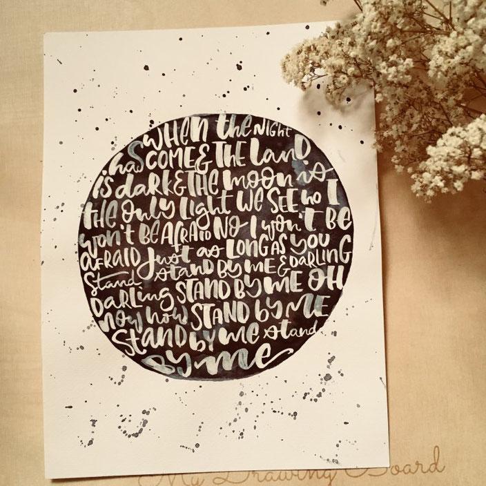 rundes Handlettering weiss auf schwarz - jennysordon bei den Letter Lovers