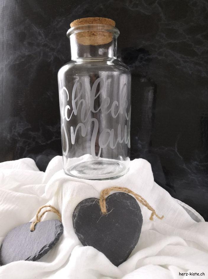 DIY Geschenkidee: Verewige dein individuelles Lettering mit Ätzpaste auf Glas - ein solch persönliches Geschenk macht garantiert Freude!