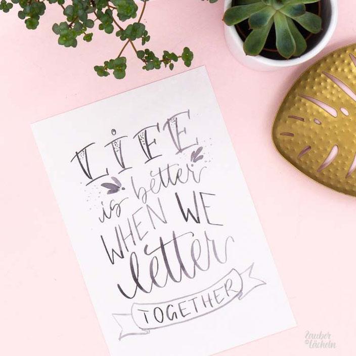 Lettering in schwarz weiss: Life is better when we letter  together (zaubereinlaecheln bei den Letter Lovers)