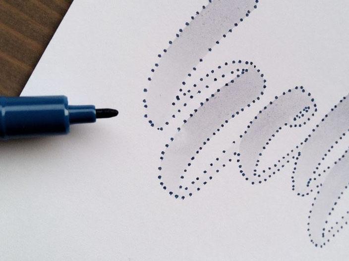 Anleitung für ein Punkte Lettering - Schritt 2: Umrisse des Wortes nach punkten