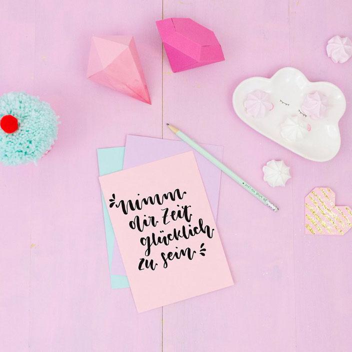 Handlettering: Nimm dir Zeit glücklich zu sein. (Lettering von frau.liebling bei den Letter Lovers)