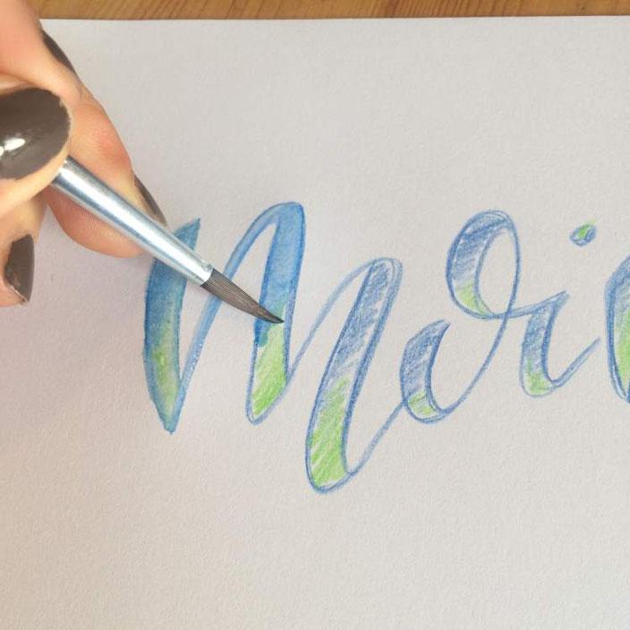 Handlettering Anleitung: aquarellierbare Buntstifte für ein Faux Calligraphy Bild
