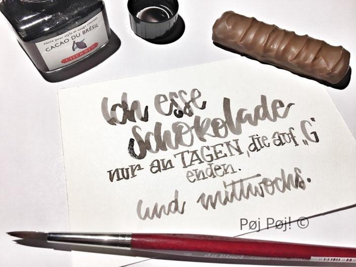 Lettering Spruch: Ich esse Schokolade nur an T agen, die auf G enden. Und Mittwochs. (Handlettering von poejpoej bei den Letter Lovers)