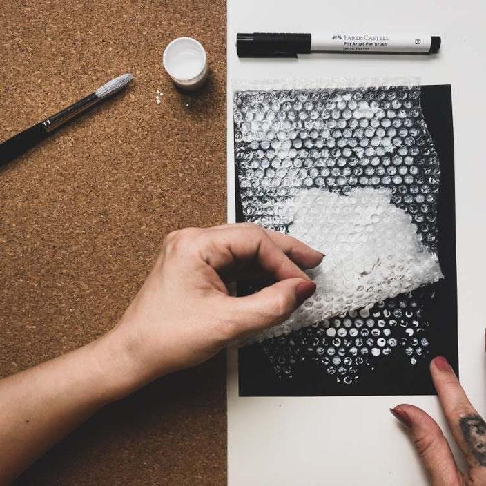 Hintergrund mit Noppenfolie gestalten für dein Lettering - vorsichtig ablösen