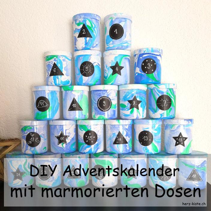 DIY Adventskalender aus marmorierten Dosen - einfach aber toller Effekt