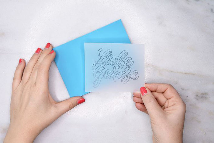 Liebe Grüsse - dein eigenes Lettering auf einen Linolblock übertragen und daraus einen Stempel schnitzen