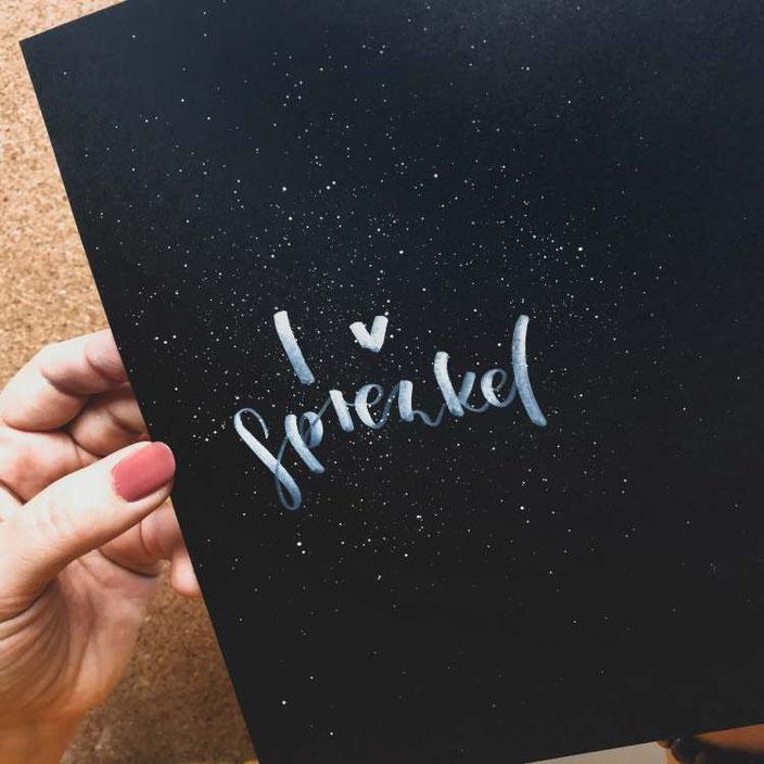 Lettering: I love Sprenkel - so einfach kannst du einen superfeinen Sprenkel-Nebel über dein Lettering legen ohne grosse, unkontrollierbare Kleckse!