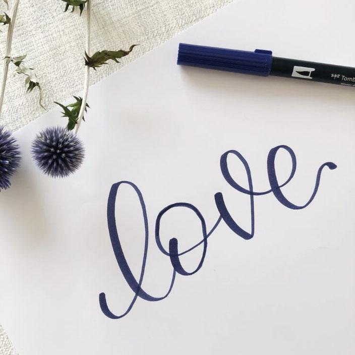 love - Handlettering Anleitung für ein Negativlettering (Schritt 1)