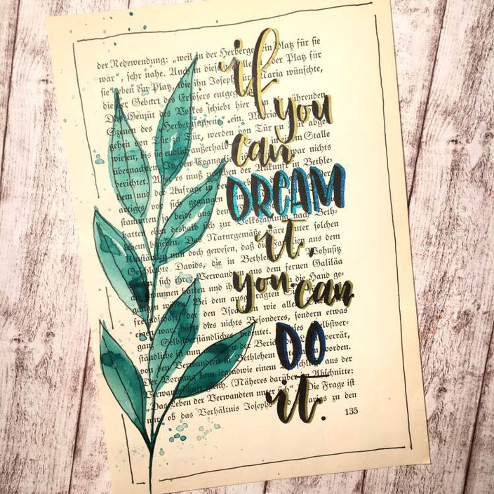 Handlettering auf einer alten Buchseite: If you can dream it, you can do it. (madi_yellow_freak  bei den Letter Lovers)
