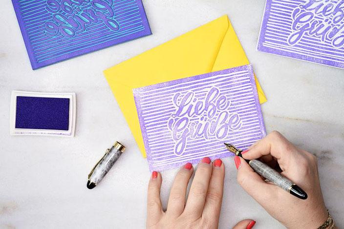 einfache DIY Anleitung: So machst du deinen eigenen Stempel mit Linolschnitt mit deinem Handlettering - liebe Grüsse