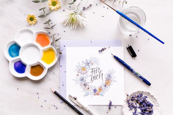 Für dich: Handlettering mit Blumenkranz (Lettering von papier.liebe bei den Letter Lovers)
