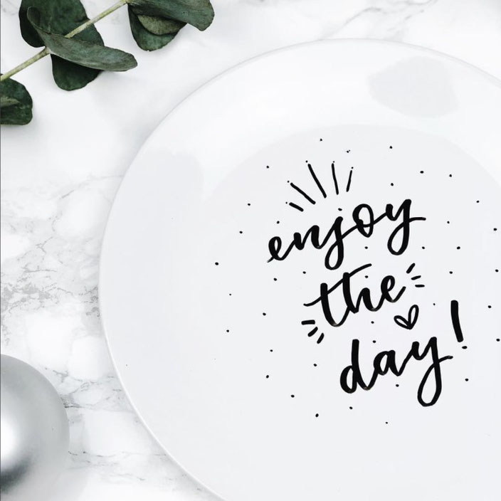Handlettering: enjoy the day (Lettering von herrletter für die Letter Lovers)
