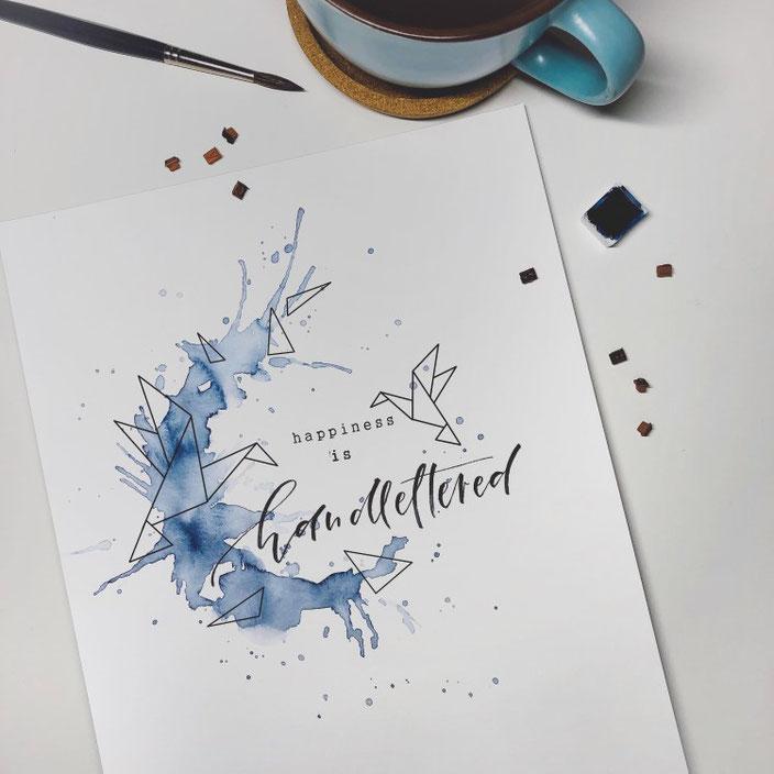 happiness is handlettered: Handlettering mit Aquarellspritzer