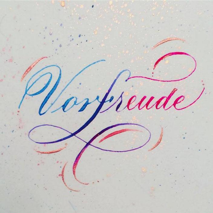 Vorfreude - farbige Kalligraphie mit der Spitzfeder (Lettering von Tintenfuchs für die Letter Lovers)