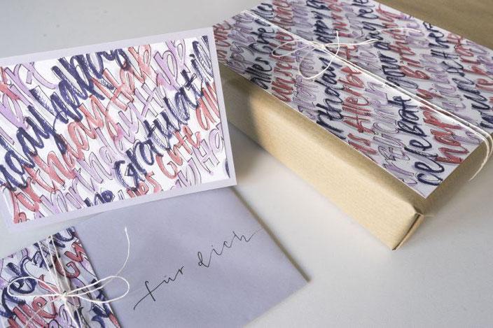DIY Anleitung: Gestaltung eines Geschenksets mit Handlettering - so einfach machst du ein einem  Zug eine Karte und eine Dekoration für dein Geschenk