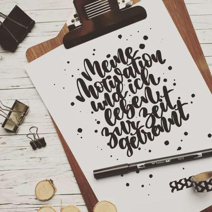 Handlettering: Meine Motivation und ich leben zur Zeit getrennt (Lettering von letterling für die Letter Lovers)