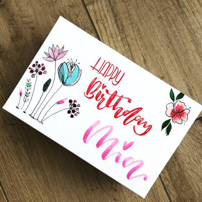 Happy Birthday Mia - Geburtstagskarte mit Handlettering und Aquarellblumen (von stefanie.teubner für die Letter Lovers)