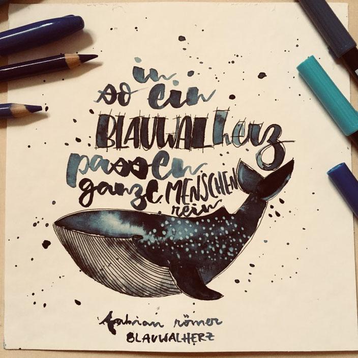 Handlettering mit Aquarell Wal: in so ein Blauwalherz passen ganze Menschen rein (Lettering von jennysordon bei den Letter Lovers)