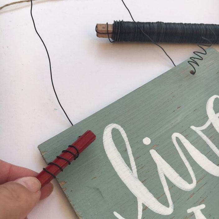 DIY Lettering Schild aus Vinylbodenplatten: Die Halterung