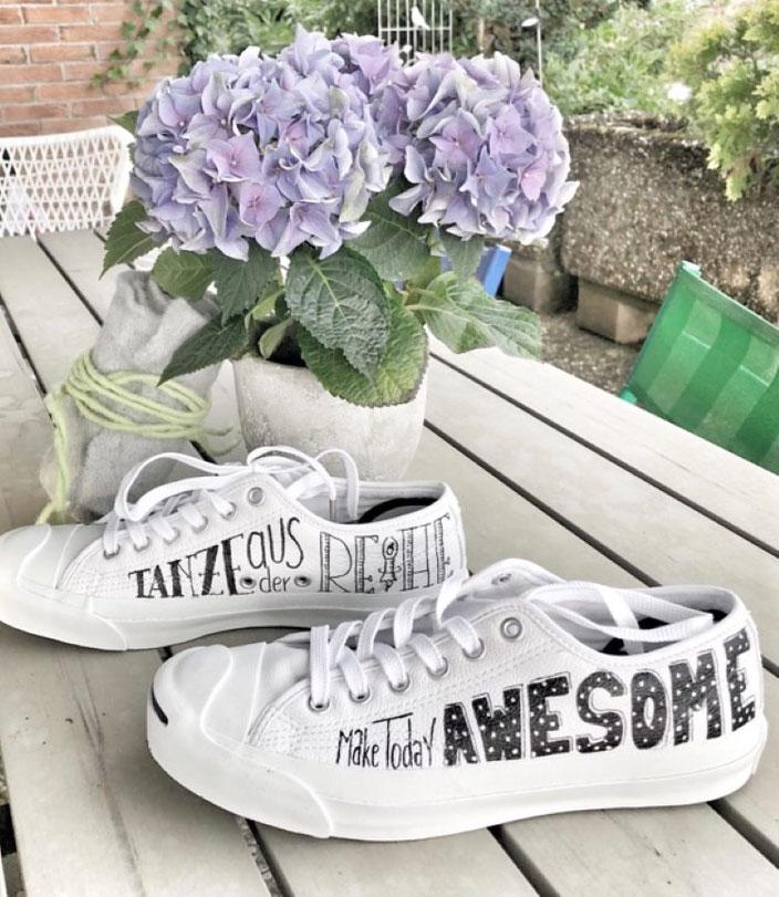 Lettering auf Schuhen: Tanze aus der Reihe - Make today Awesome