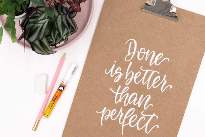 DIY Anleitung mit Handlettering: So einfach gestaltest du deinen Lettering Spruch auf ein Klemmbrett