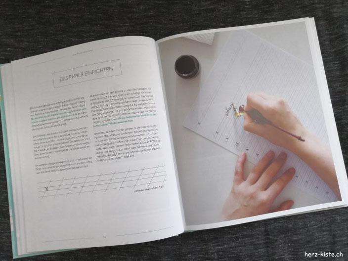 Blick ins Buch: moderne Kalligrafie von a bis z - Das Papier richtig Einrichten als Beispielseite