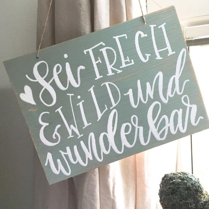 Lettering: Sei frech und wild und wunderbar - Anleitung für ein gelettertes Schild aus Vinylbodenplatten von sonja.theresia für die Letter Lovers