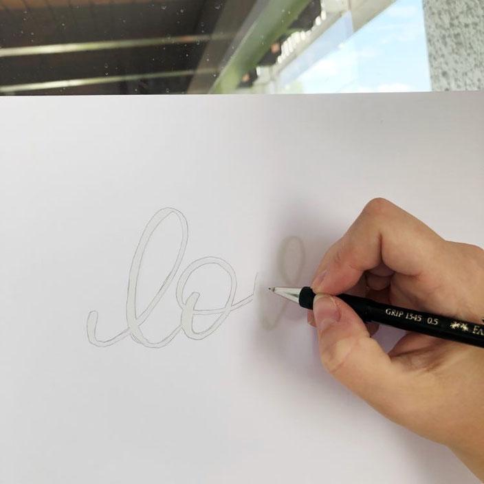 love - Lettering Schriftzug am Fenster abpausen
